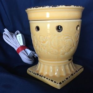 NWOT Scentsy Citron full size warmer